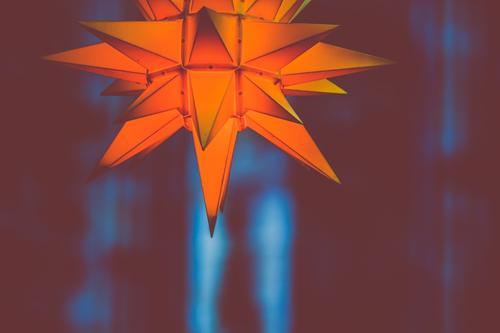 leuchtender Adventsstern V abstrakt gelb schwarz Licht Weihnachten & Advent hell Dekoration & Verzierung rot Isoliert (Position) weiß Farbe orange