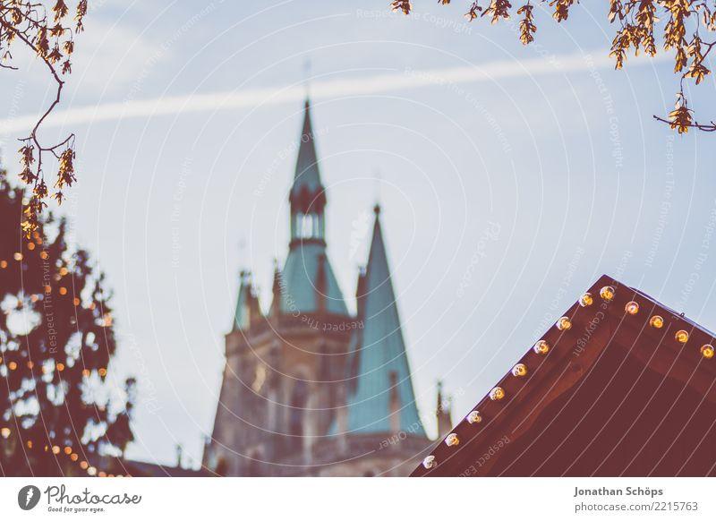 Blick auf den Erfurter Dom während des Weihnachtsmarkt II Thüringen Religion & Glaube emporragend Architektur Bauwerk Stadt Himmel Himmel (Jenseits) Kirche