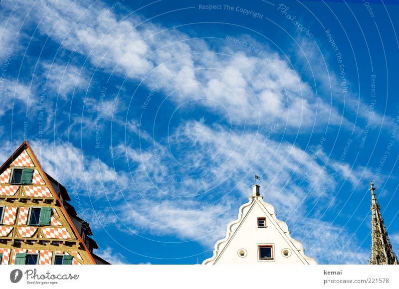 3 Gebäudespitzen (LT Ulm 14.11.10) Himmel blau weiß Sommer Wolken Haus Fenster Wand Architektur Mauer Fassade offen Kirche Spitze Bauwerk