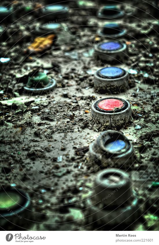 Abschalten! grün blau rot dreckig Industrie Sicherheit Energiewirtschaft Technik & Technologie kaputt Verfall Maschine Kontrolle Wirtschaft Produktion Schalter