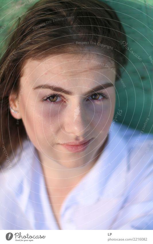 Schaust du mich an? Mensch Jugendliche Junge Frau schön Erholung ruhig Freude Leben Gefühle Stimmung Zufriedenheit Kraft Erfolg Coolness Macht Sicherheit