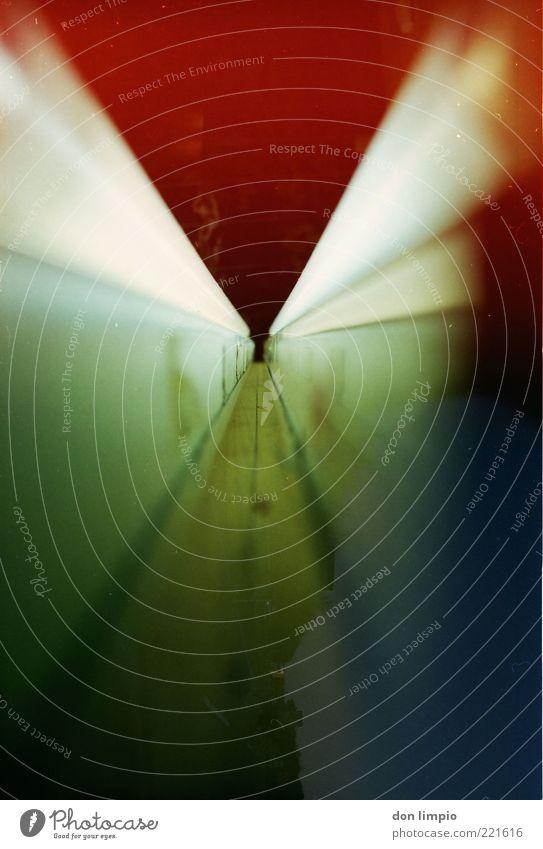 the unknown Lampe nah rot Stimmung Farbe skurril Surrealismus Light leak analog Doppelbelichtung Farbfoto Außenaufnahme Innenaufnahme Experiment abstrakt