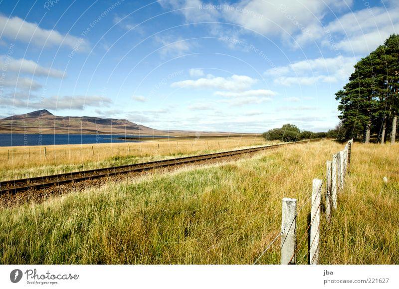 Geleise im Nirgendwo {N5} Natur Himmel Sommer Ferien & Urlaub & Reisen Einsamkeit Ferne Erholung Wiese Herbst Gras Berge u. Gebirge See Landschaft Metall