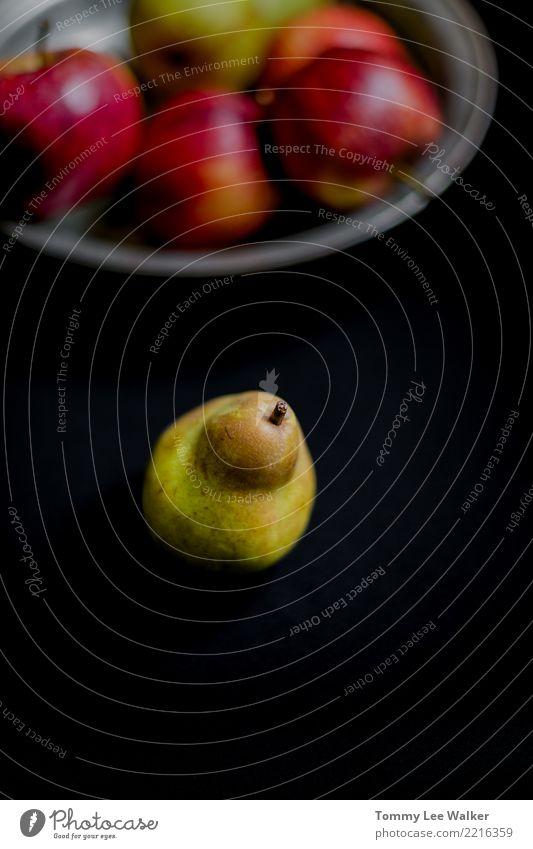 Frische grüne Birne mit Herbst trägt auf Draufsicht der Platte Früchte Natur Sommer rot Leben gelb natürlich Menschengruppe Frucht Ernährung frisch lecker