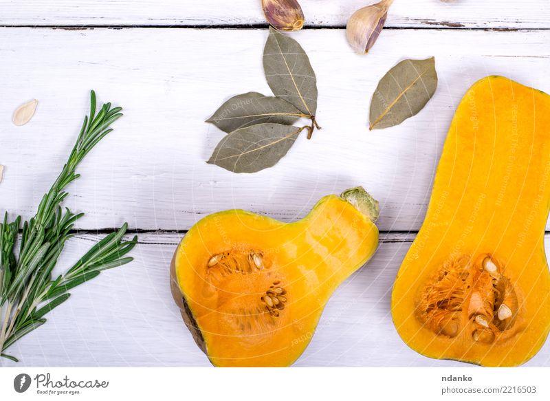 frischer Kürbis Natur weiß Speise Essen gelb Herbst natürlich Holz Ernährung Dekoration & Verzierung Tisch Kräuter & Gewürze Küche Gemüse Jahreszeiten