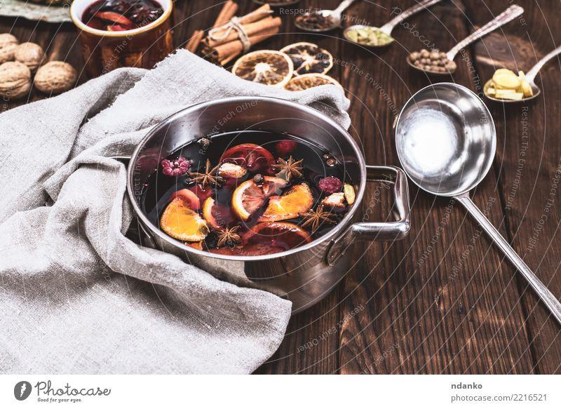Glühwein in einer Pfanne Frucht Kräuter & Gewürze Getränk Alkohol Löffel Winter Tisch Feste & Feiern Weihnachten & Advent Holz heiß oben braun Tradition