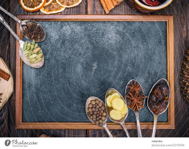 leere schwarze Tafel und Gewürze Lebensmittel Kräuter & Gewürze Getränk Alkohol Glühwein Löffel Holz oben retro braun süß trinken Feiertag Anis Ingwer festlich