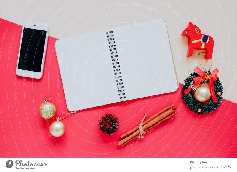 Flache Lage von Weihnachtsschmuck und Buch Kräuter & Gewürze Stil Design Glück Winter Dekoration & Verzierung Feste & Feiern Weihnachten & Advent Handwerk Handy