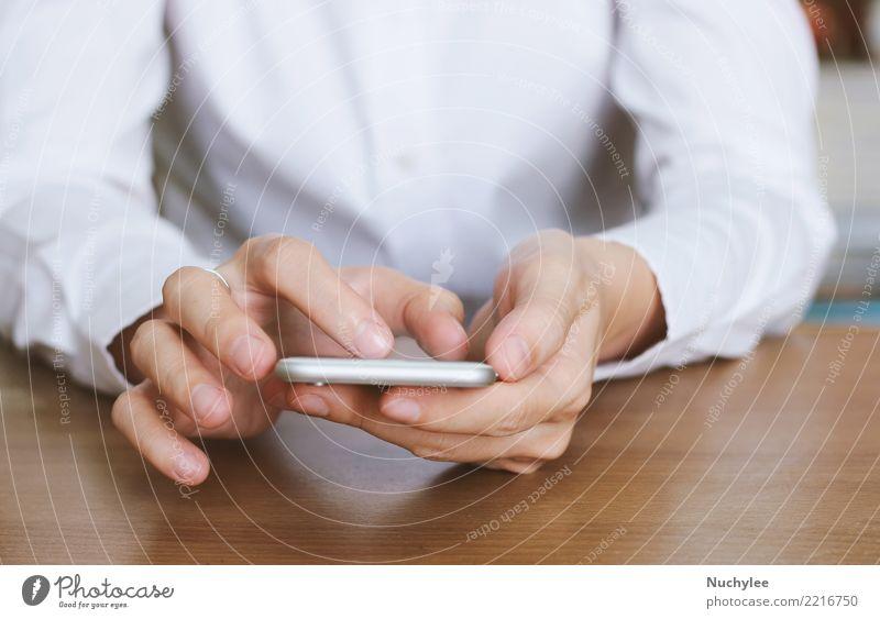 Nahaufnahme von Händen mit Smartphone Arbeit & Erwerbstätigkeit Büro Business Telefon Handy PDA Bildschirm Internet Frau Erwachsene Mann Medien berühren modern
