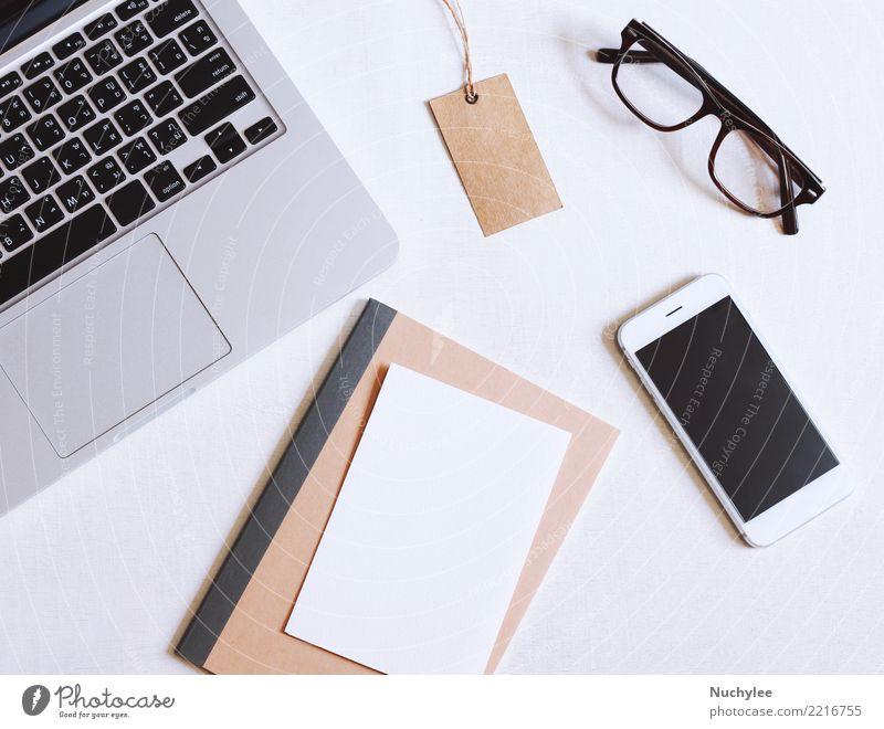 Flaches Lagebild des Schreibtischs weiß schwarz Lifestyle Business Arbeit & Erwerbstätigkeit Design Textfreiraum Büro modern offen Technik & Technologie