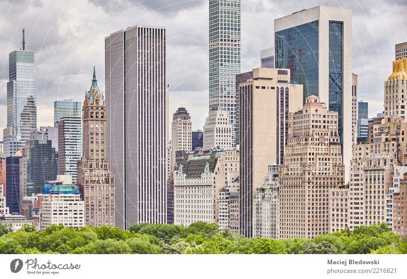 New York City Architektur. Sightseeing Städtereise Sommer Häusliches Leben Wohnung Arbeitsplatz Büro Wirtschaft Baustelle Skyline überbevölkert Hochhaus