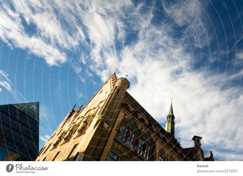 Ulmer Rathaus (LT Ulm 14.11.10) Himmel Wolken Sonnenlicht Schönes Wetter Altstadt Haus Bauwerk Gebäude Architektur Mauer Wand Fassade Fenster Turmspitze hoch