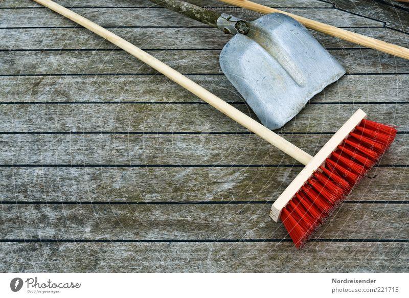 Samstag früh in Deutschland Arbeit & Erwerbstätigkeit Beruf Arbeitsplatz Baustelle Dienstleistungsgewerbe Werkzeug Besen Schaufel Herbst Winter Terrasse Holz