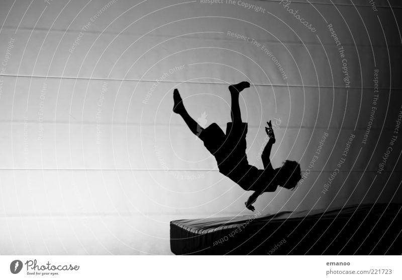 Silhouette 2 Mensch Jugendliche weiß Freude schwarz Sport Bewegung springen Freizeit & Hobby fliegen maskulin Lifestyle Coolness einzigartig fallen