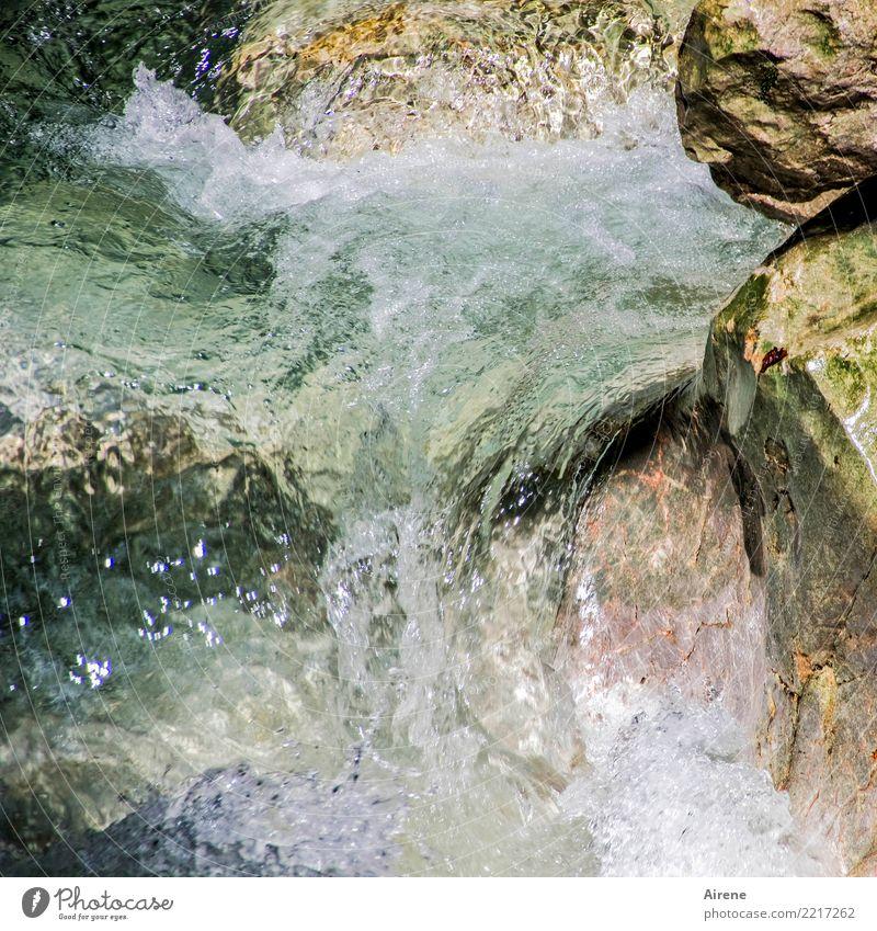 da muss noch viel Wasser den Bach runter Natur weiß natürlich Bewegung Stein rosa Felsen frisch Kraft nass Macht Urelemente stark türkis Schlucht