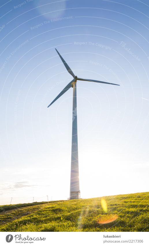Windkraftanlage im Gegenlicht Erneuerbare Energie umweltfreundlich Natur Himmel Sonne Energiewirtschaft Ressource Verantwortung Zukunft Futurismus Elektrizität