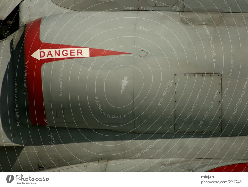 Danger |Execution Jet rot grau Metall Flugzeug Design Schilder & Markierungen modern Luftverkehr Schriftzeichen bedrohlich Streifen Pfeil Zeichen Tragfläche