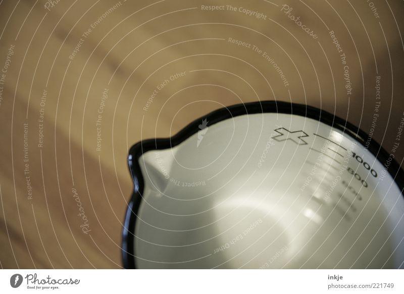 Milchtopf 2 Geschirr Topf Messbecher Stil Design Häusliches Leben Küche Holz Metall Zeichen Ziffern & Zahlen Kreuz Skala 1000 Liter Emaille alt einfach braun