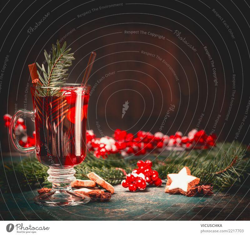 Glühweintasse auf rusticalem Tisch Getränk Heißgetränk Tasse Stil Design Häusliches Leben Feste & Feiern Weihnachten & Advent Tradition Plätzchen Glas Farbfoto