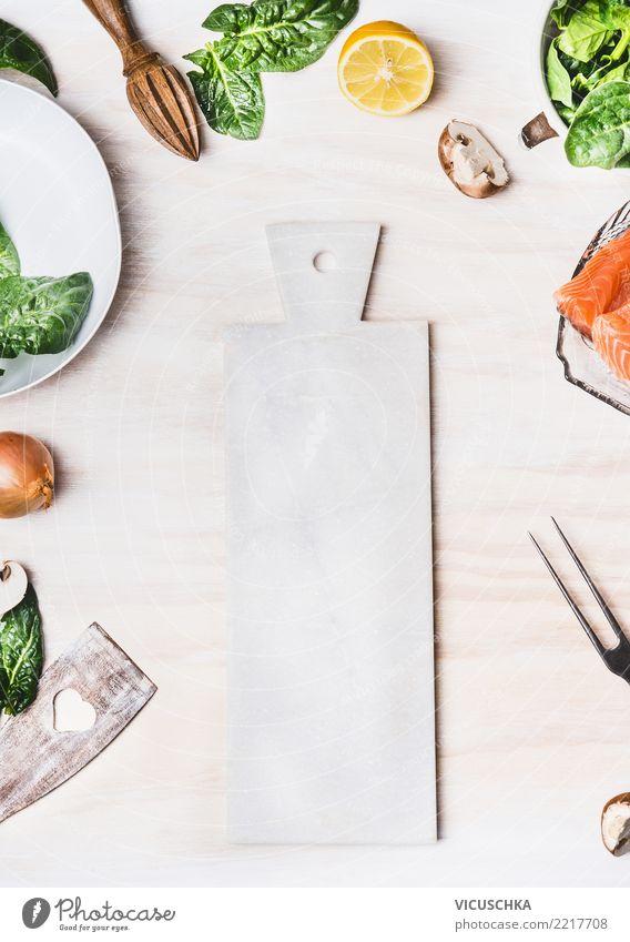 Weiße Schneidebrett Hintergrund Lebensmittel Gemüse Salat Salatbeilage Ernährung Bioprodukte Vegetarische Ernährung Diät Geschirr Stil Gesunde Ernährung Tisch