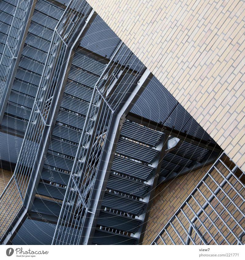 Stahlbau Haus Hochhaus Industrieanlage Bauwerk Gebäude Architektur Mauer Wand Stein Metall Backstein Zeichen ästhetisch modern neu oben Ordnung Perspektive rein