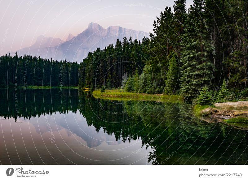 Mount Rundle and Two Jack Lake in Alberta, Canada Natur Sonnenaufgang Sonnenuntergang Ferien & Urlaub & Reisen ästhetisch gigantisch Glück Unendlichkeit