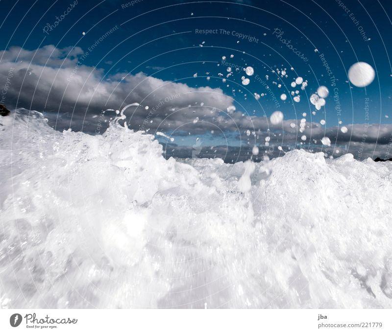 Gischt {N7} Sommerurlaub Meer Wellen Natur Urelemente Wasser Wassertropfen Herbst Wind Bewegung springen bedrohlich elegant Flüssigkeit nass rund weiß Dynamik