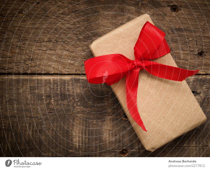 Ein Geschenk Feste & Feiern Valentinstag Muttertag Weihnachten & Advent Geburtstag Liebe box red bow ribbon present wood birthday wrapped holiday natural
