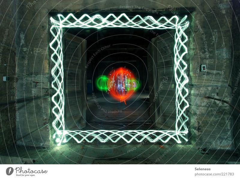 kein Zonk dahinter Raum Bauwerk Gebäude Architektur Mauer Wand Tür Kugel Streifen leuchten Mittelpunkt Lichtspiel Farbfoto Innenaufnahme Menschenleer Kunstlicht