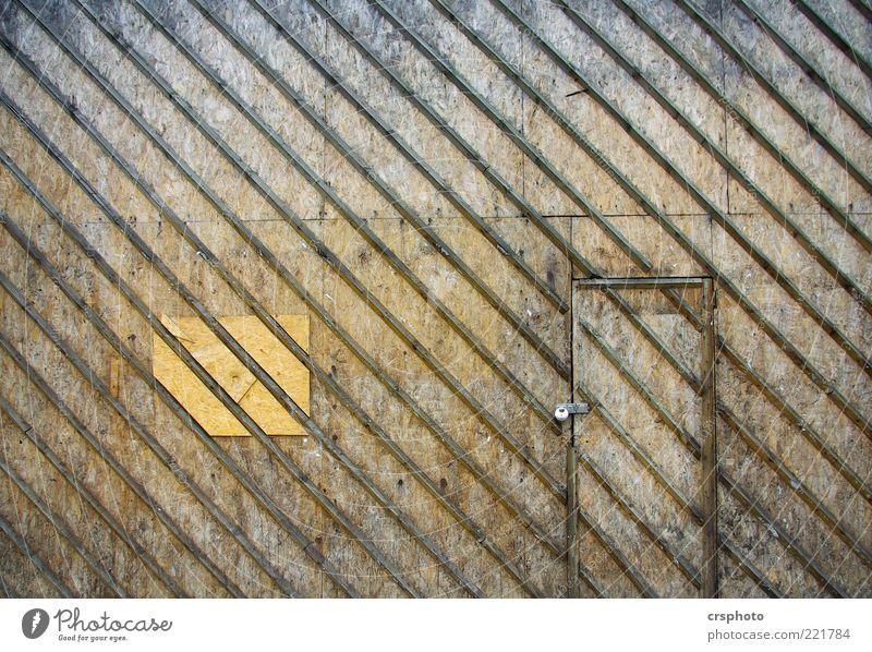 Doors and Stripes Haus Bauwerk Mauer Wand braun Design Symmetrie Schottland Holz Tür Schloss Streifen diagonal Holzwand einfach Holztür gestreift Farbfoto