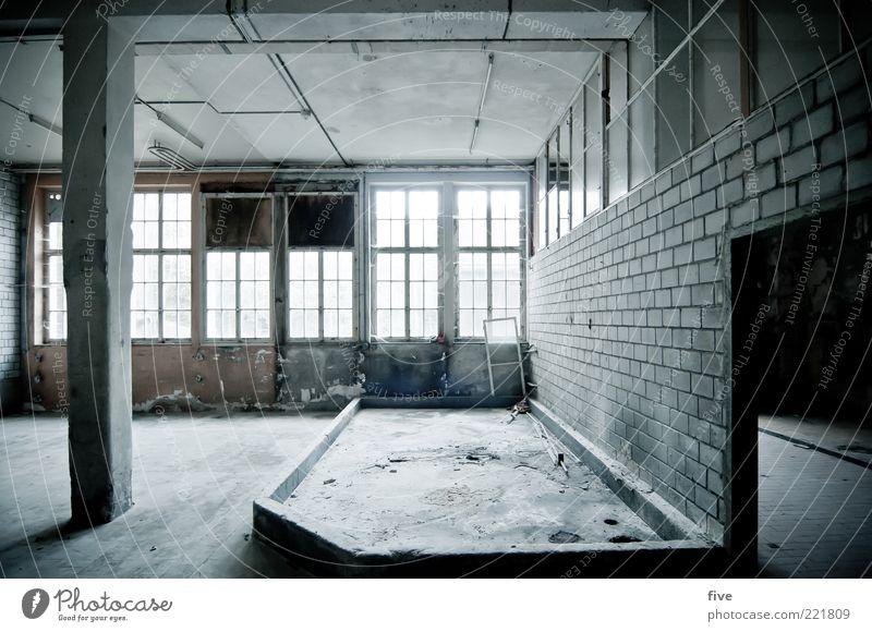 room01 alt Einsamkeit dunkel kalt Wand Fenster grau Mauer Gebäude hell Raum dreckig leer trist Fabrik Bodenbelag