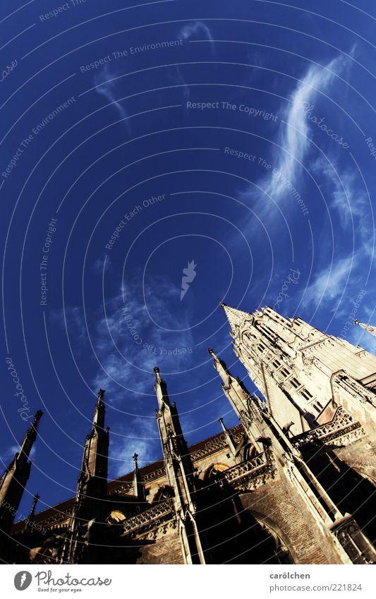 Münster (LT Ulm 14.11.10) blau gelb Architektur Kirche Turm Dekoration & Verzierung Spitze Schönes Wetter Dom Neigung Blauer Himmel Gotik Kirchturm Wolkenfetzen Wolkenschleier