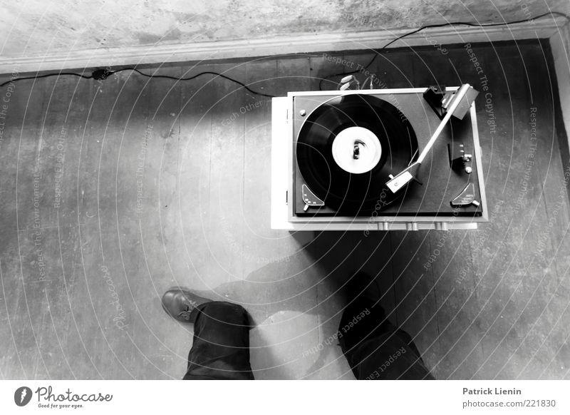 [HH10.1] - Mikrofonprofessor Mensch dunkel Party Musik Fuß Schuhe Beine Stimmung Tanzen Raum elegant Lifestyle ästhetisch Coolness retro Ecke