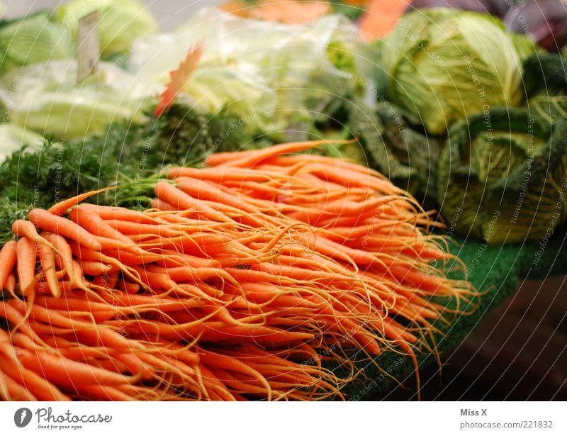 Gemüsemarkt Lebensmittel Ernährung Bioprodukte Vegetarische Ernährung frisch Gesundheit lecker Marktstand Gemüseladen Möhre Kohl Wirsing Gesunde Ernährung