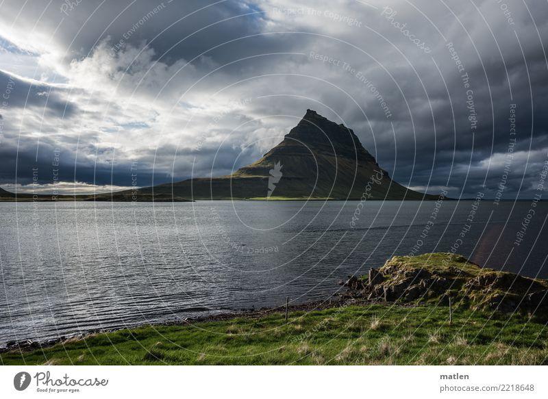 der magische Berg Landschaft Pflanze Himmel Wolken Horizont Frühling Schönes Wetter Gras Gipfel Küste Fjord Meer bedrohlich blau braun grau grün Snæfellsnes