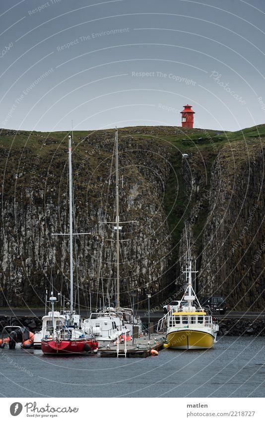 geschützt blau grün weiß Landschaft rot Wolken Berge u. Gebirge gelb Frühling Küste braun Felsen Hafen Schifffahrt Island Geborgenheit