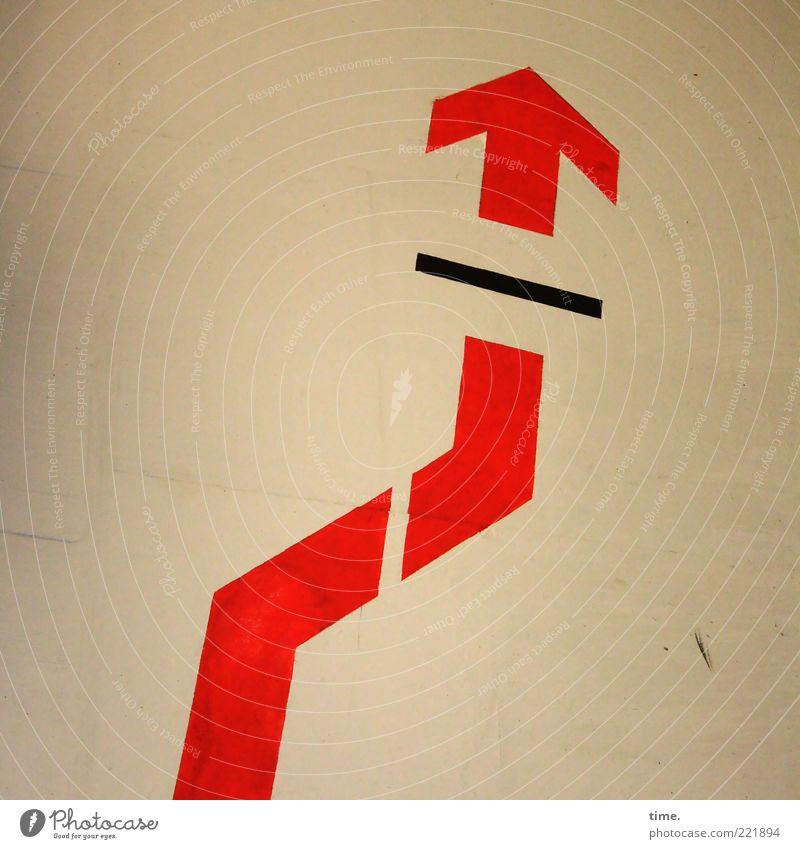 HH10.2 | Anyway There Is One rot schwarz Farbe Wand Farbstoff Linie Beton vorwärts Pfeil Zeichen Richtung aufwärts diagonal Barriere