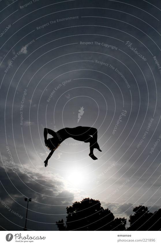 Silhouette 4 Mensch Himmel Jugendliche Sonne Sommer Freude Erwachsene dunkel Sport Bewegung springen Kraft Freizeit & Hobby fliegen hoch maskulin