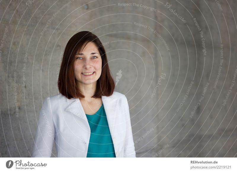 Karina | Businessportrait Bildung lernen Student Arbeit & Erwerbstätigkeit Beruf Karriere Erfolg Mensch feminin Erwachsene 1 18-30 Jahre Jugendliche Mode Jacke