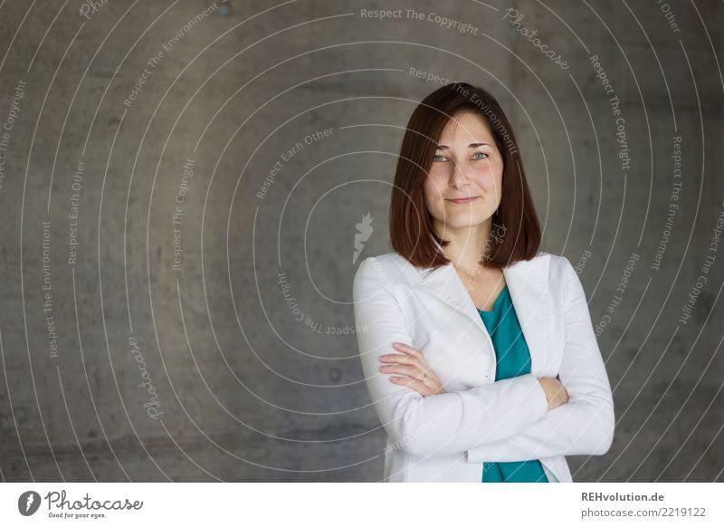 Karina . Betonportrait Frau Mensch Jugendliche Junge Frau schön 18-30 Jahre Gesicht Erwachsene feminin Stil Business Haare & Frisuren Mode
