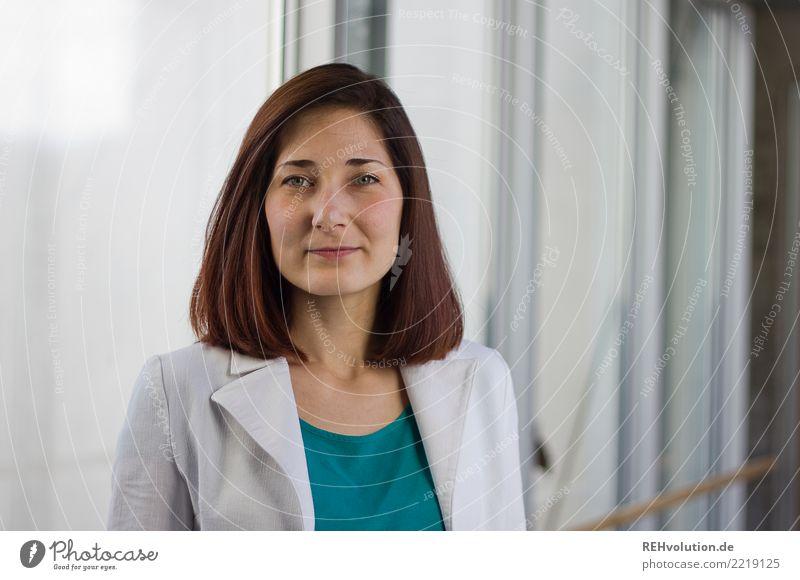 Karina elegant Stil schön Bildung lernen Student Business Karriere Erfolg Mensch feminin Junge Frau Jugendliche Erwachsene Gesicht 1 18-30 Jahre Jacke