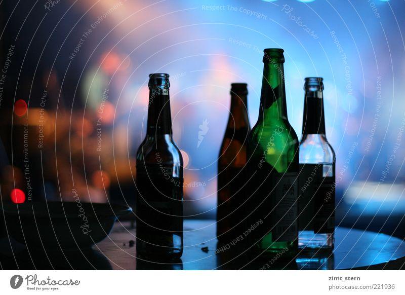 Flaschenlicht oder auch Flashlight Getränk Bier Nachtleben Club Disco Feste & Feiern Feierabend Veranstaltung blau mehrfarbig grün rot Alkoholsucht Frustration