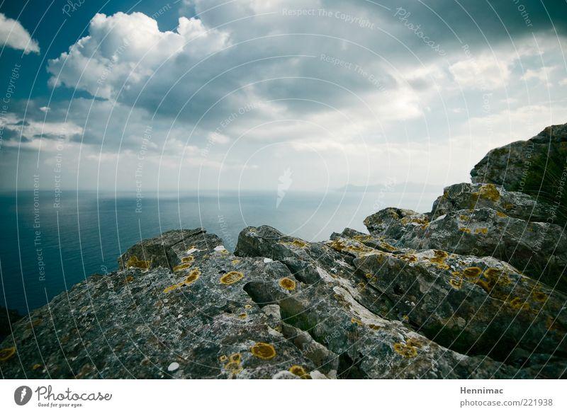 Meer davon! Natur Himmel blau Ferien & Urlaub & Reisen Wolken Ferne Berge u. Gebirge Freiheit grau Stein Landschaft Stimmung Küste Wetter Horizont