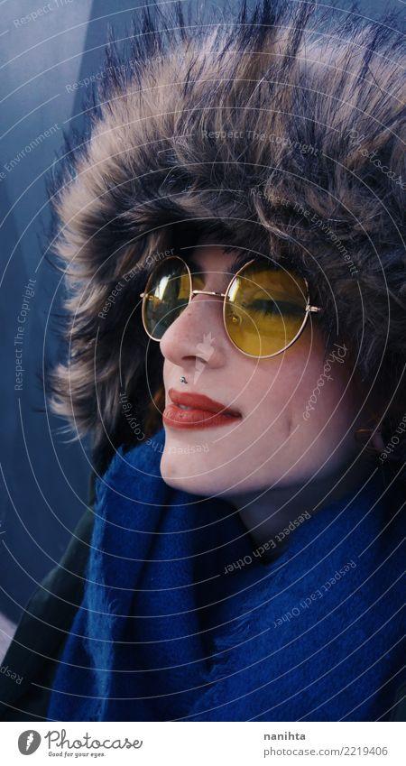 Mensch Jugendliche Junge Frau blau schön rot 18-30 Jahre Gesicht Erwachsene gelb Lifestyle kalt feminin Stil Mode retro
