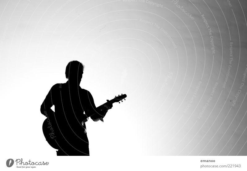 Silhouette 5 Lifestyle Freizeit & Hobby Spielen Musik Mensch maskulin 1 Kunst Kultur Veranstaltung Show Sänger Musiker Gitarre stehen modern schwarz weiß