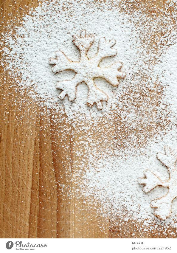 Plätzchen weiß Weihnachten & Advent Ernährung Lebensmittel süß Kochen & Garen & Backen lecker Holzbrett Backwaren Zucker Keks Teigwaren Schneeflocke