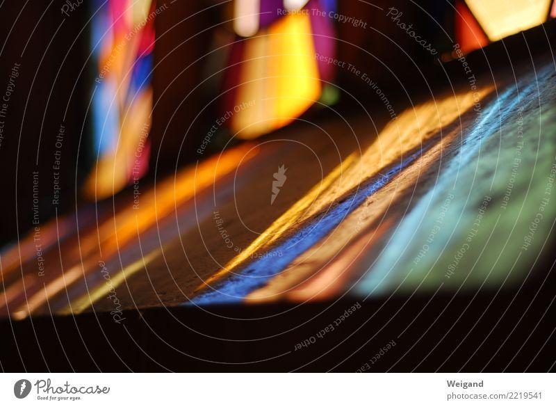 Heiligenschein Sinnesorgane Erholung ruhig Meditation Kirche Dom Burg oder Schloss Fenster einfach orange Weisheit klug Traurigkeit Trauer Tod Spiritualität