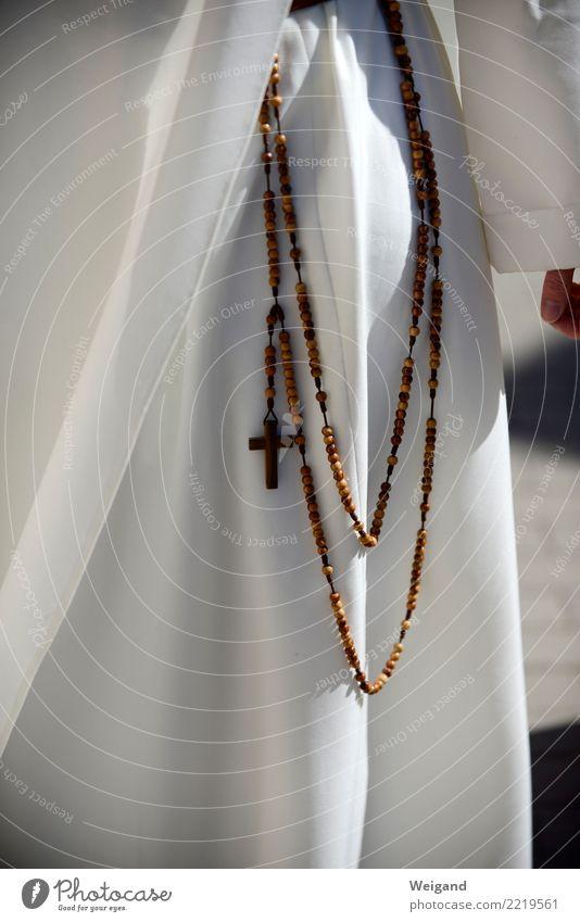 Rosenkranz elegant Frau Erwachsene frei Freundlichkeit weiß Gebet Religion & Glaube Christentum Lebensziel Nonne Kloster Nonnenkloster Kreuz Meditation ruhig