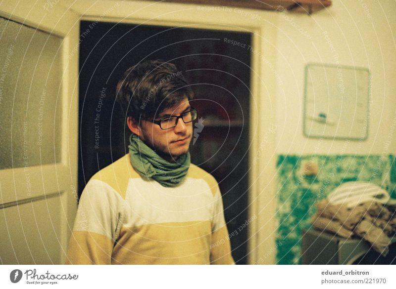 Doomed User Mensch Jugendliche grün schön gelb Erwachsene Traurigkeit träumen maskulin stehen Coolness retro einzigartig Brille Stoff nachdenklich