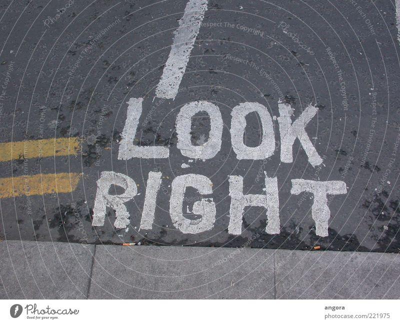 Look right Straße grau Straßenverkehr Schilder & Markierungen Verkehr Schriftzeichen Asphalt Zeichen Hinweisschild Verkehrswege Personenverkehr rechts